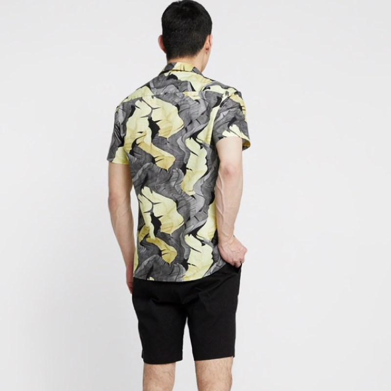 chemise-courte-minimum-noir-blanc-fleuri-homme-2