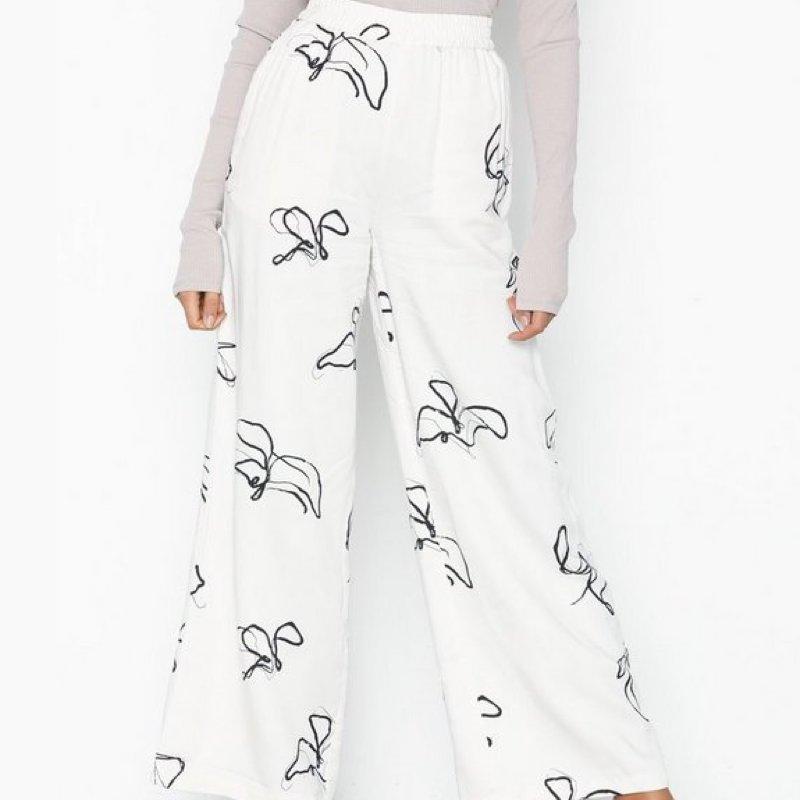 pantalon-minimum-femme-beige-motif-1