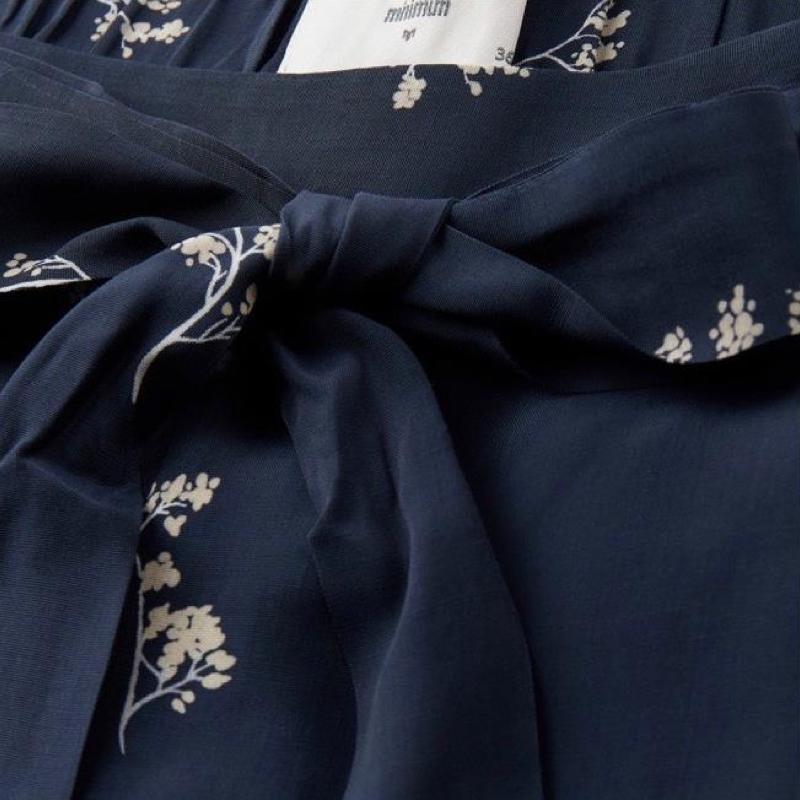 short-femme-minimum-navy-blazer-3